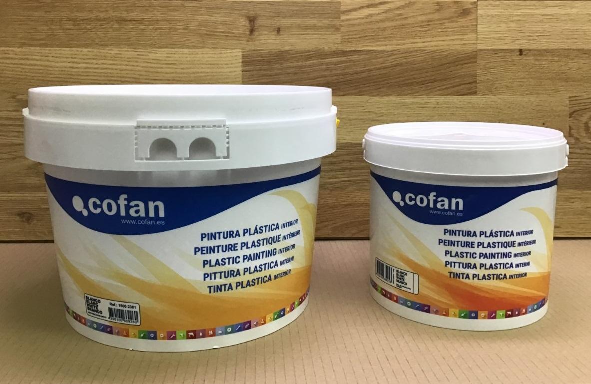 La ferre de l'avinguda - pintura plástica interiores color blanco en cubos de cinco y diez litros. - pintura plàstica interiors blanca en galledes de cinc i deu litres.